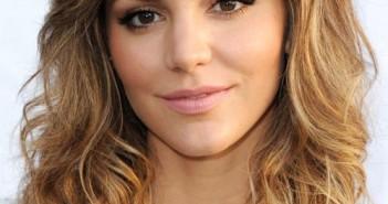 Những kiểu tóc xoăn ngắn đẹp nhất của các ngôi sao hollywood cho bạn gái trẻ trung quyến rũ 7