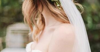 Những kiểu tóc cô dâu cài hoa đẹp mà bạn gái nên chọn trong đám cưới của mình 5