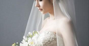 Kiểu tóc cô dâu đẹp kết hợp với phụ kiện khăn voan tạo nên sự bất ngờ trong mùa cưới năm nay 6