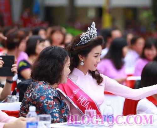 Kiểu tóc xoăn bồng bềnh của hoa hậu Đỗ Mỹ Linh trong buổi lễ khai giảng 7